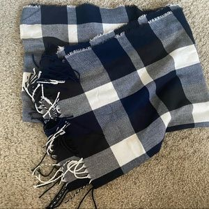 never worn plaid/gingham navy and white scarf
